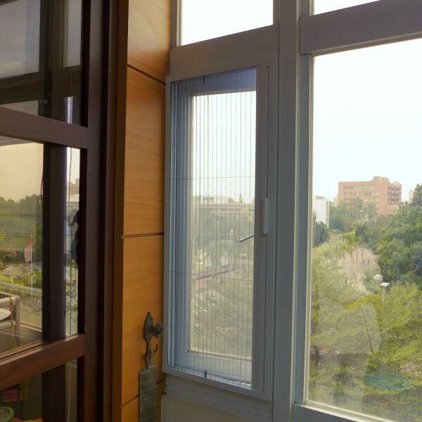 【摺疊紗窗】台南市東區大學路西段 #201308071122